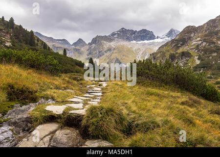 Austria, Tyrol, Mayrhofen, Zillertal (valley), hiking trail to Berliner Hütte - Stock Photo