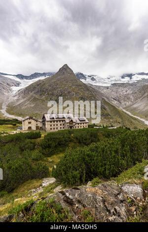 Austria, Tyrol, Mayrhofen, Zillertal (valley), Berliner Hütte (alpine hut) in the Zillertal Alps - Stock Photo