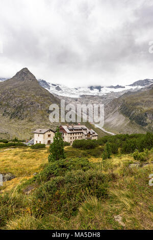 Austria, Tyrol, Mayrhofen, Zillertal (valley), Berliner Hütte (alpine hut) in the Zillertal Alps - Stock Photo