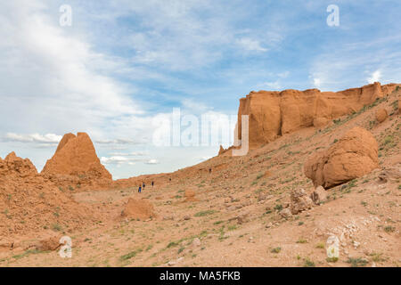 People at Flaming cliffs, Bajanzag, South Gobi province, Mongolia. - Stock Photo