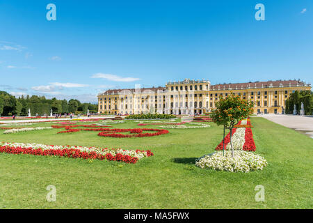 Vienna, Austria, Europe. The Great Parterre, the largest open space in the gardens of Schönbrunn Palace. - Stock Photo