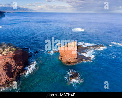 """Puu Pehe Rock, also known as """"Sweetheart Rock"""", is one of Lanai's most recognizable landmarks, Lanai Island, Hawaii, USA. Just above/past the rock is  - Stock Photo"""