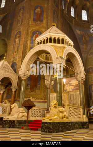 Inside the Cathedral Saint Alexandar Nevski in Sofia, Bulgaria. - Stock Photo