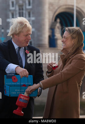City Hall, London, UK. Boris Johnson sells poppy to Harriet Murphy from London. London Mayor Boris Johnson today, 2 November, launched the third London Poppy Day outside City Hall which is going to take place tomorrow, 3 November. There will be a massive fundraising effort by 1,000 collectors who will target 60 tube stations across the capital in a bid to raise £500,000 in 12 hours - the most ambitious day of fundraising in The Royal British Legion's history. - Stock Photo