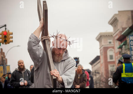 New York, USA. 30th March, 2018. Parishioners and clergy members from the Franciscan Friars of the Renewal gather in Harlem in New York for their annual Way of the Cross Witness Walk on Good Friday, March 30, 2018. The procession starts at St. Joseph's Friary in Harlem and ends several hours later at the St. Crispin Friary in the Bronx where a Good Friday service takes place. Several hundred parishioners as well as clergy participated in the event, part of Holy Week, which commemorates the crucifixion of Jesus Christ. (© Richard B. Levine) Credit: Richard Levine/Alamy Live News - Stock Photo