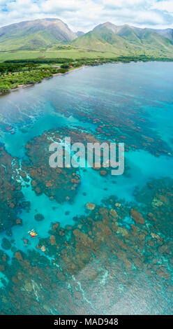 An aerial view of kayaks over the reefs off Olowalu, West Maui, Hawaii, USA. Six photographs were combined for this final image. - Stock Photo