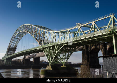 Runcorn old bridge over the river Mersey - Stock Photo