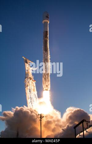 A SpaceX Falcon 9 rocket carrying the Iridium-5 satellite blasting off from Vandenberg Air Force Base March March 30, 2018 in Vandenberg, California. Credit: Planetpix/Alamy Live News - Stock Photo