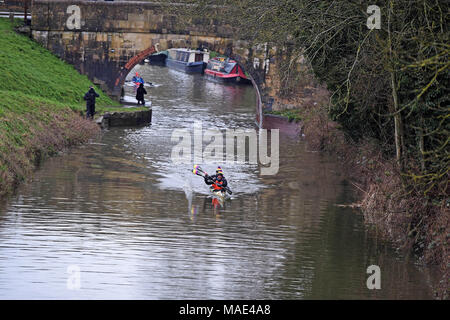 Devizes Wiltshire UK. 31st March 2018.  Jonny Tye and Andy Blow take part in the 70th anniversary of the Devizes to Westminster canoe race over the Easter Weekend starting from Devizes Wharf. Credit : Diane Vose/Alamy Live News - Stock Photo