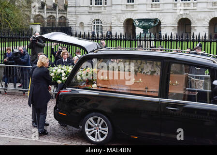 Cambridge, Britain. 31st Mar, 2018. The coffin of British physicist Stephen Hawking arrives at the Great St Mary's Church in Cambridge, Britain, on March 31, 2018. The funeral of Professor Stephen Hawking was held Saturday at a church near the Cambridge University college where he was a fellow for more than half a century. Credit: Stephen Chung/Xinhua/Alamy Live News - Stock Photo