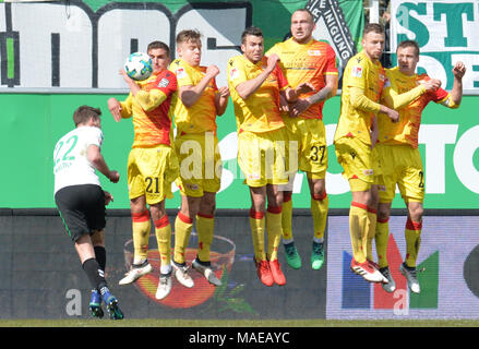 01 April 2018, Germany, Fuerth: soccer, 2nd Bundesliga, SpVgg Greuther Fuerth vs 1. FC Union Berlin in the Ronhof Thomas Sommer sports park. Berlin players forming a wall and jumping during a free kick. Photo: Timm Schamberger/dpa - IMPORTANT NOTICE: Due to the German Football League·s (DFL) accreditation regulations, publication and redistribution online and in online media is limited during the match to fifteen images per match Credit: dpa picture alliance/Alamy Live News - Stock Photo