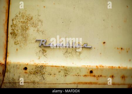 The chromed 'Rambler' logo on the front fender of a 1951 Nash Rambler Country Club 2-door hardtop. Northern Idaho, USA. - Stock Photo