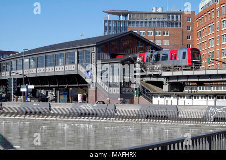 Baumwall elevated Metro station, now re-named Baumwall (Elbphilharmonie), on Line 3 of the Hamburg U-Bahn system. - Stock Photo