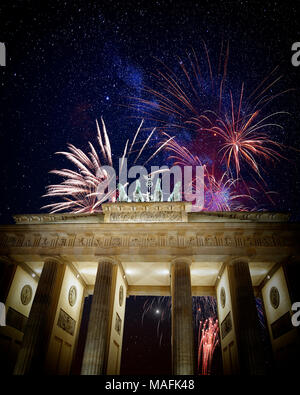 DE - BERLIN: Brandenburg Gate at night - Stock Photo
