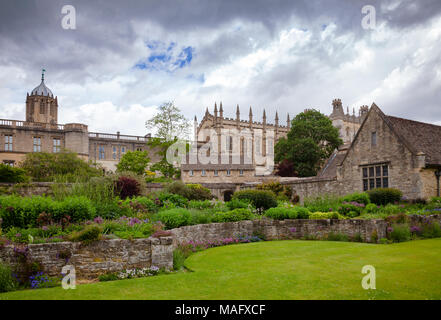 Christ Church War Memorial Garden with Tom Tower in the background, Oxford, Oxfordshire, South East England, UK - Stock Photo