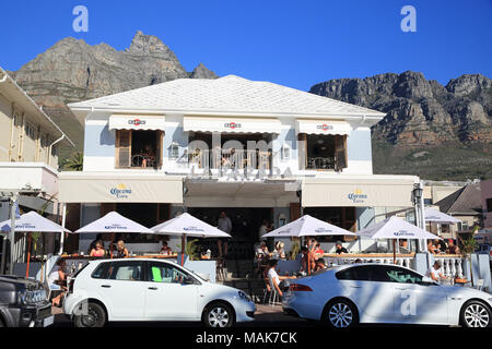 La Parada restaurant on Victoria Road, across from the white sands of Camps Bay beach, in Cape Town, South Africa - Stock Photo