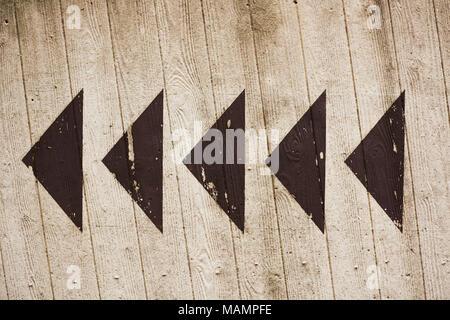 Pfeile auf Betonwand - Stock Photo
