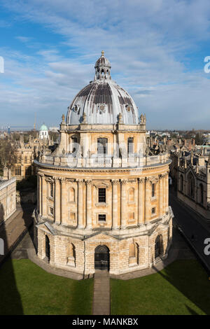 Oxford. England. View of Radcliffe Camera, Radcliffe Square, designed by James Gibbs, built 1737–49 to house the Radcliffe Science Library, today hous - Stock Photo