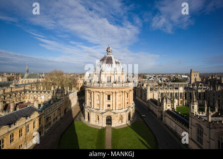 Oxford. England. View of Radcliffe Camera, Radcliffe Square with Brasenose College on the left, and All Souls College, right.   Designed by James Gibb - Stock Photo