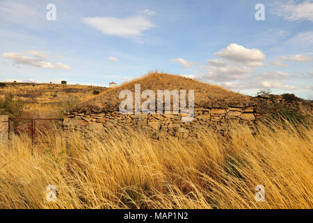 A stone house near Figueira de Castelo Rodrigo with an earthenware roof. One of the most isolated plateaus in Portugal, International Douro Natural Pa - Stock Photo