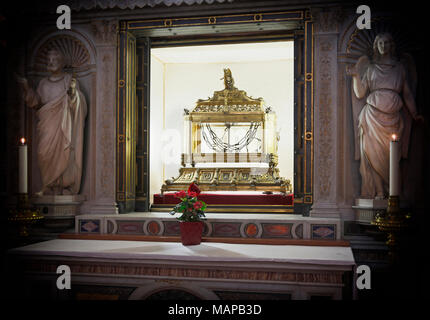 Rome, Italy.  San Pietro in Vincoli church (Saint Peter in Chains)  Reliquary containing the chains of St Peter.  The historical centre of Rome is a U - Stock Photo