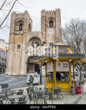 Pretty yellow kiosk outside the Se Cathedral in Lisbon, Portugal - Stock Photo