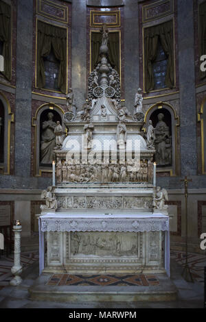Arca di San Domenico (Shrine of Saint Dominic) in the Basilica of San Domenico (Basilica di San Domenico) in Bologna, Emilia-Romagna, Italy. The sarcophagus was carved by Italian Early Renaissance sculptor Nicola Pisano (1267). The crowning by Italian Renaissance sculptor Niccolò dell'Arca was carved from 1469 to 1494. The statue of the angel holding the candlestick in the right was carved by Italian Renaissance sculptor Michelangelo Buonarroti (1495). - Stock Photo
