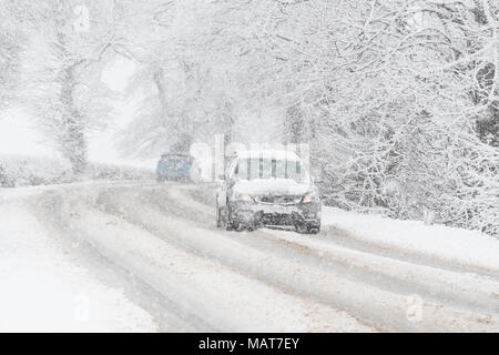 Stirlingshire, Scotland, UK - 4 April 2018: UK weather - tricky driving conditions on the A811 road this morning as the central belt wakes up to more snow Credit: Kay Roxby/Alamy Live News - Stock Photo