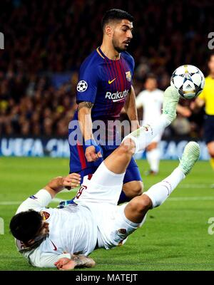 Barcelona's Luis Suarez (R) vies for the ball with Roma's Diego Perotti during the UEFA Champions League quarter-final first leg match between FC Barcelona and AS Roma at the Camp Nou stadium in Barcelona, Spain, 04 April 2018. EFE/Alejandro Garcia - Stock Photo