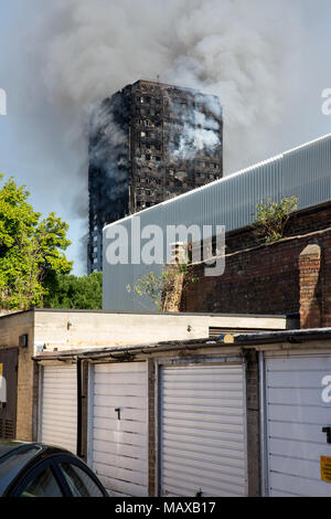The Grenfell Tower fire on 14 June 2017 in North Kensington, Royal Borough of Kensington and Chelsea. 71 people died and over 70 people were injured. - Stock Photo