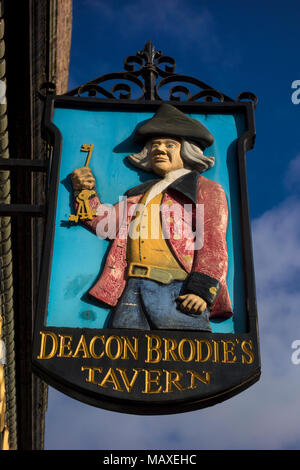 Deacon Brodie's Tavern, Royal Mile, Edinburgh, Scotland; William Brodie, famous 18thC robber and burglar, eventually hanged - Stock Photo