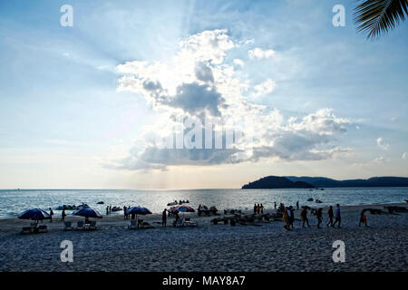 Langkawi, officially known as Langkawi the Jewel of Kedah (Malay: Langkawi Permata Kedah) is an archipelago of 104 islands in the Andaman Sea, some 30 - Stock Photo