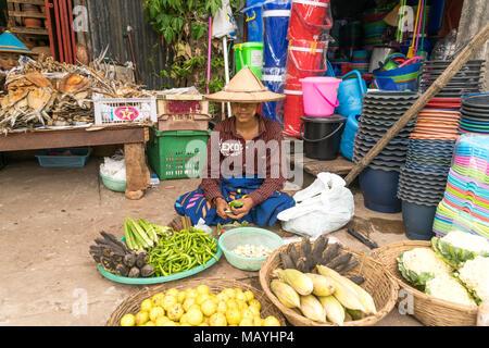 Markt in Hpa-an, Myanmar, Asien  |  Market in Hpa-an, Myanmar, Asia - Stock Photo