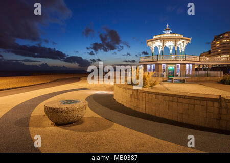 Night falls at the Bandstand on Brighton seafront. - Stock Photo