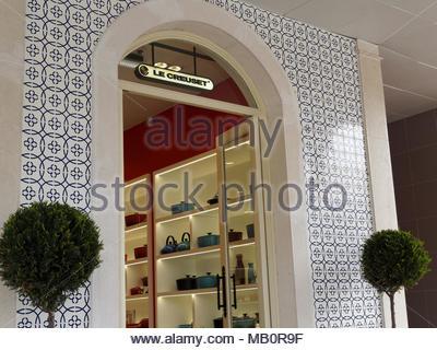 3e529d2b5d2e ... Le Creuset shopfront