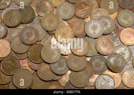 A large collection of half pennies. The coin was demonetised and withdrawn from circulation in December 1984. - Stock Photo