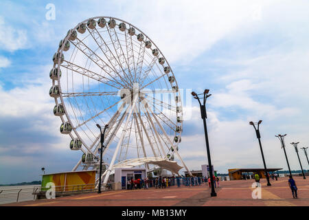 Quito, Ecuador, December 20, 2016: The La Perla Moscow wheel is 57.7 meters high and is located on the Simón Bolívar Malecón in Guayaquil, a tourist a - Stock Photo