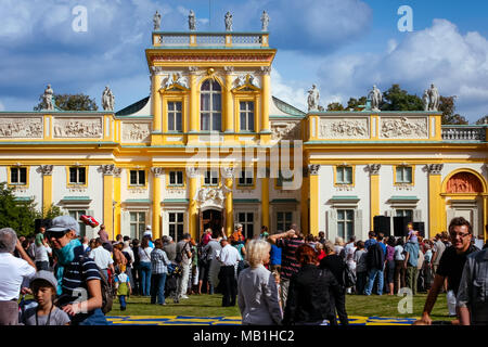 Tourists crowd at the Wilanow Royal Palace museum, celebrating the Wilanow Days. WARSAW, POLAND - SEPTEMBER 13, 2009 - Stock Photo