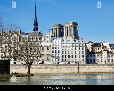Looking across Seine River at Ile de la Cite and the towers of Notre Dame Cathedral. 4th Arrondissement,  Paris, France. - Stock Photo