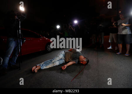 Sao Paulo, Brazil. 05th Apr, 2018. A detractor of former Brazilian president Luiz Inacio Lula da Silva remains on the ground after an alleged assault by Lula's sympathizers in Sao Paulo, Brazil, 05 April 2018. Credit: Sebastiao Moreira/ ATT EDITORS EXPLICIT GRAPHIC CONTENT/EFE/Alamy Live News - Stock Photo