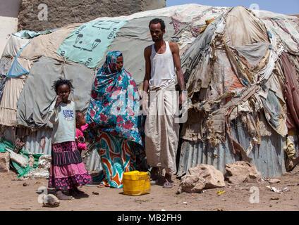 Somali family living in a slum hut made of corrugated iron and canvas, Woqooyi Galbeed region, Hargeisa, Somaliland - Stock Photo