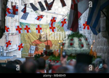 Jerusalem, Israel. 06th Apr, 2018. JERUSALEM, ISRAEL - APRIL 6, 2018: Orthodox Christian believers during a procession in Via Dolorosa in Jerusalem on Good Friday. Vladimir Smirnov/TASS Credit: ITAR-TASS News Agency/Alamy Live News - Stock Photo