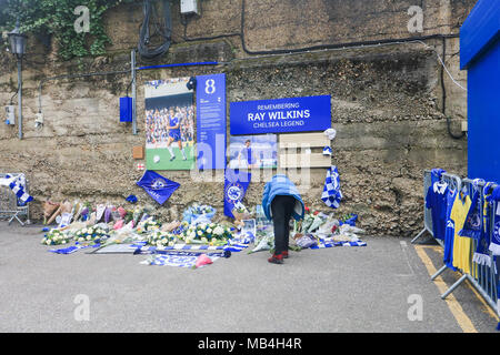 London UK. 7th April 2018 .Floral tributes and messages of sympathy from football fans are placed at a special memorial shrine at Stamford bridge to the former Chelsea player Ray 'Butch' Wilkins who died aged 61 on 4 April 2018 - Stock Photo