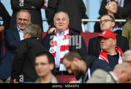 Augsburg, Germany. 7th April 2018.  Soccer: Bundesliga, FC Augsburg vs FC Bayern Munich, in the WWK Arena. Munich's chairman Karl-Heinz Rummenigge (L), president Uli Hoeness (C) and deputy chairman Jans-Christian Dreesen (R) in the stands. Photo: Andreas Gebert/dpa Credit: dpa picture alliance/Alamy Live News - Stock Photo