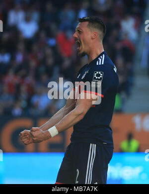 Augsburg, Germany. 7th Apr, 2018. Bayern Munich's Sandro Wagner celebrates his scoring during a German Bundesliga match between FC Augsburg and Bayern Munich, in Augsburg, Germany, on April 7, 2018. Bayern Munich won 4-1 to clinch its sixth consecutive Bundeslisga title ahead of schedule at the 29th round on Saturday. Credit: Philippe Ruiz/Xinhua/Alamy Live News - Stock Photo