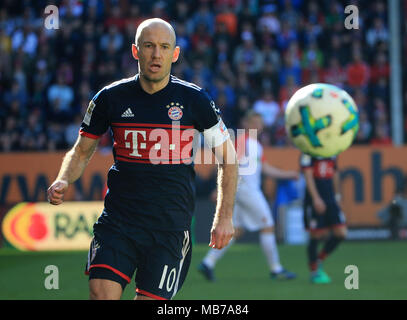 Augsburg, Germany. 7th Apr, 2018. Bayern Munich's Arjen Robben competes during a German Bundesliga match between FC Augsburg and Bayern Munich, in Augsburg, Germany, on April 7, 2018. Bayern Munich won 4-1 to clinch its sixth consecutive Bundeslisga title ahead of schedule at the 29th round on Saturday. Credit: Philippe Ruiz/Xinhua/Alamy Live News - Stock Photo