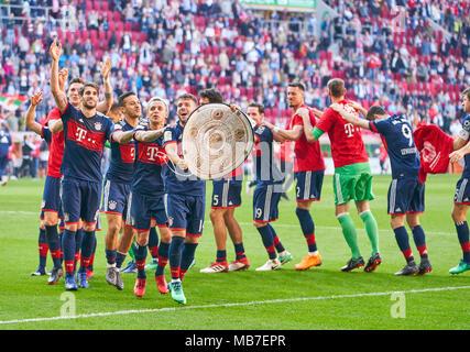 Augsburg, Germany. 7th April, 2018. FC Bayern Munich Soccer, Munich, April 07, 2018 Juan BERNAT, FCB 14 RAFINHA (FCB 13) Thiago ALCANTARA, FCB 6  Javi MARTINEZ, FCB 8 Niklas SUELE, FCB 4 James RODRIGUEZ, FCB 11 Mats HUMMELS, FCB 5  Sandro WAGNER, FCB 2 Sebastian RUDY, FCB 19  Tom STARKE, FCB 22 Robert LEWANDOWSKI, FCB 9 Thomas MUELLER, MÜLLER, FCB 25 Arjen ROBBEN, FCB 10 David ALABA, FCB 27 Franck RIBERY, FCB 7   celebration FC AUGSBURG - FC BAYERN MUNICH 1-4 1.German Soccer League , Augsburg, April 07, 2018,  Season 2017/2018 © Peter Schatz / Alamy Live News - Stock Photo