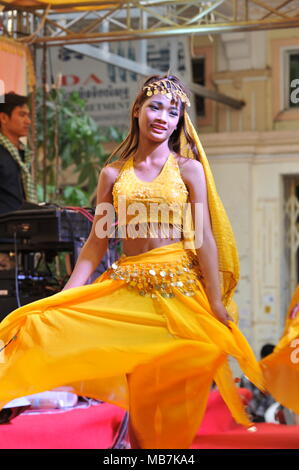 Phnom Penh, Cambodia. 8th April, 2018. Cambodia celebrates Khmer New Year with Indian influenced traditional dancing, Phnom Penh, Cambodia, Credit: Kraig Lieb / Alamy Live News - Stock Photo
