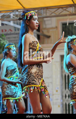 Phnom Penh, Cambodia. 8th April, 2018. Cambodia celebrates Khmer New Year with traditional dancing, Phnom Penh, Cambodia, Credit: Kraig Lieb / Alamy Live News  - Stock Photo