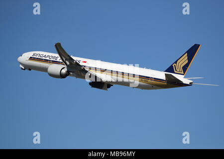 Singapore Airlines Boeing 777 9V-SNA departing from London Heathrow Airport, UK - Stock Photo
